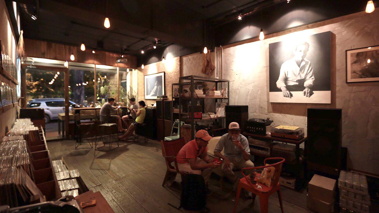 8 Bangkok Vinyl Shops - Recoroom vinyl & vintage audio